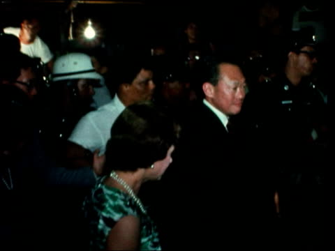 stockvideo's en b-roll-footage met royals in singapore; singapore: ext / night gvs queen elizabeth ii along through crowd with lee kuan yew and singaporean chief of police - itv evening bulletin