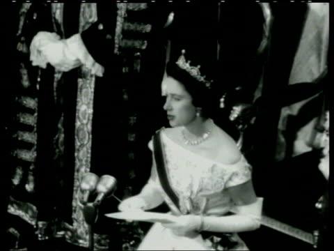 stockvideo's en b-roll-footage met princess margaret obituary lib london ext princess margaret riding in open carriage with the queen mother pan lib trinidad port of spain princess... - prinses margaret windsor gravin van snowdon