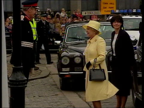 queen's jubilee tour queen mother's will itn england county durham darlington queen elizabeth ii out of car gv side crowds waving flags ms queen... - elizabeth ii stock videos & royalty-free footage