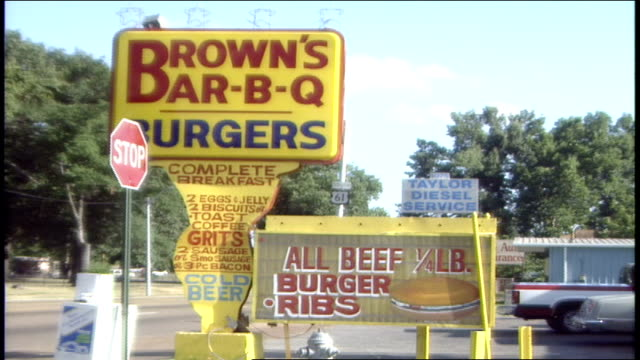 rt 61 and browns bbq signs in memphis tn - memphis tennessee stock-videos und b-roll-filmmaterial