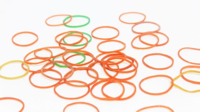 rubber band - gummi stock-videos und b-roll-filmmaterial