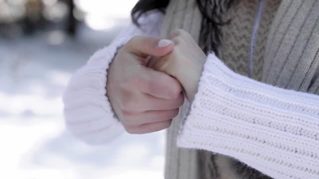rubbing human hand/ debica/ poland - 東ヨーロッパ民族点の映像素材/bロール