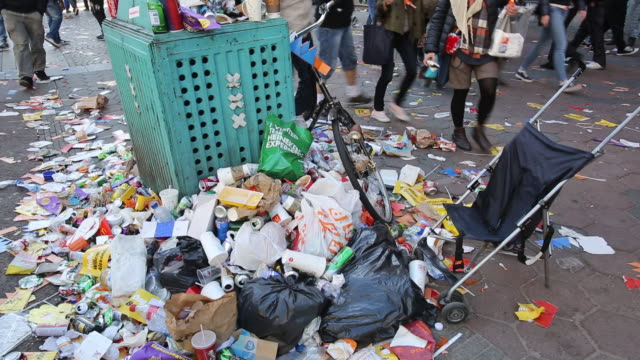 rubbish on the streets of amsterdam during the annual queens day celebration, holland. - いっぱいになる点の映像素材/bロール