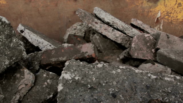 stockvideo's en b-roll-footage met rubble, concrete and brick - afvalcontainer container