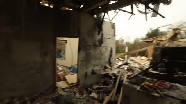 vidéos et rushes de rubble of israeli home destroyed by rocket fired by palestinian militants in gaza - gravat