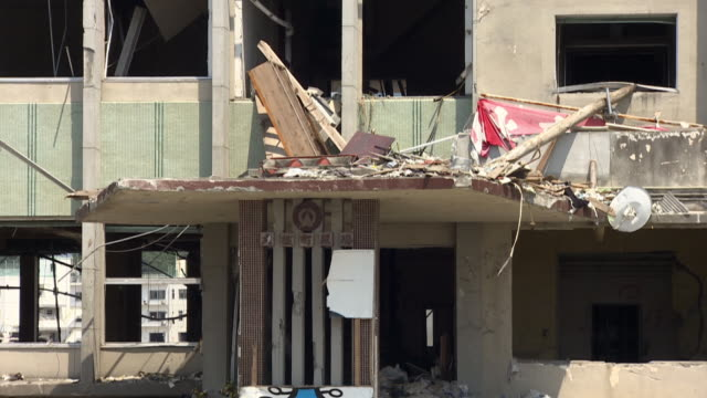 stockvideo's en b-roll-footage met rubble surrounds buildings destroyed in the aftermath of a tsunami. - aardbeving