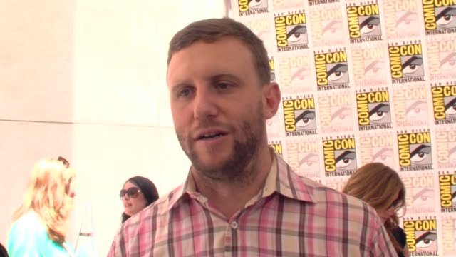 ruben fleischer on woody harrelson as an actor. at the comic-con 2009: zombieland press line at san diego ca. - woody harrelson stock-videos und b-roll-filmmaterial