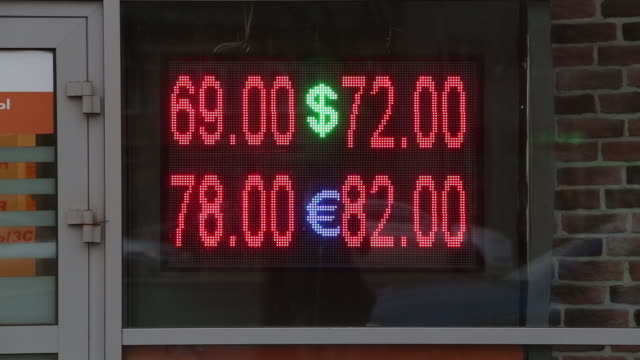 ruble fuel prices sit on an electronic display board outside a rosneft oil co and royal dutch shell plc gas stations in moscow russia on tuesday... - 整理ダンス点の映像素材/bロール