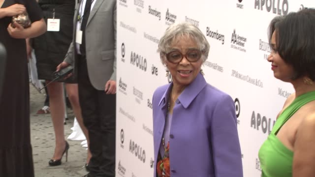 vídeos de stock e filmes b-roll de ruby dee at the 2010 apollo theater benefit concert awards ceremony arrivals at new york ny - benefit concert