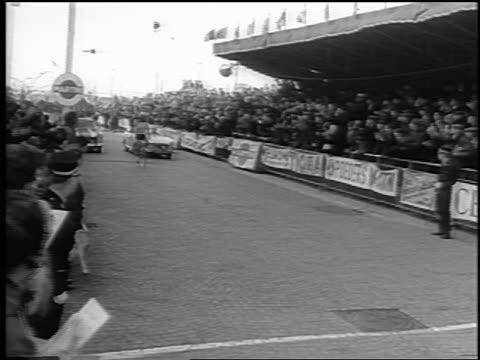 rudi altig coming to finish line in tour de france / newsreel - ツール・ド・フランス点の映像素材/bロール