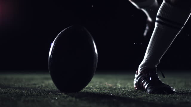 stockvideo's en b-roll-footage met rugby drop kick - schoppen lichaamsbeweging