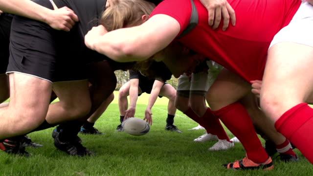 vídeos y material grabado en eventos de stock de rugby melé en un partido (deportes), cámara lenta - rugby