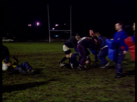 rugby union rules challenged night ms rugby union training session ms england international brian moore taking part pan r ms training session pull... - fluggastbrücke stock-videos und b-roll-filmmaterial