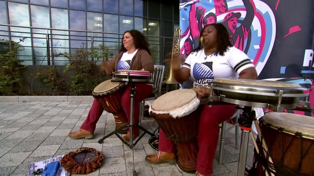 vídeos de stock e filmes b-roll de rugby world cup 2015 scotland v samoa preview england newcastle ext new zealand all blacks rugby fans along people drumming people along with small... - samoa