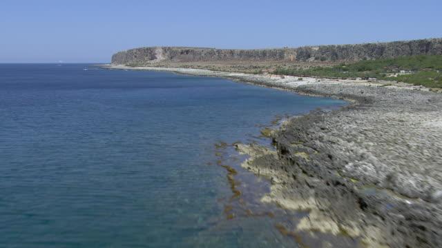 rugged italian coastline - 地中海点の映像素材/bロール