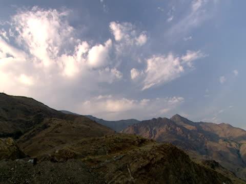 vídeos y material grabado en eventos de stock de montage rugged, mountainous terrain against a blue and cloudy sky / iran - formato buzón