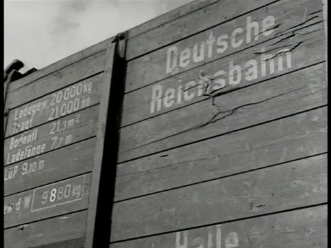 stockvideo's en b-roll-footage met ruhr valley germany ws coal mining factory trains cu train side 'deutsche reichsbahn' cu train w/ coal ms steel mill smoke stacks int bessemer flames... - 1946