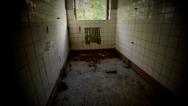 stockvideo's en b-roll-footage met ruined bathroom in an abandoned house - puin