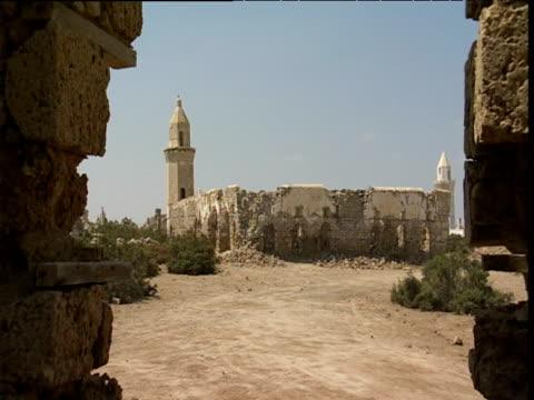 vídeos de stock, filmes e b-roll de ruined building in desert - sudão