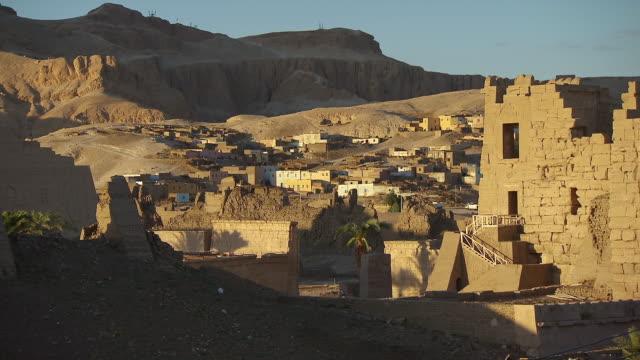 vídeos de stock, filmes e b-roll de ws ruined homes and townscape / egypt - arcaico