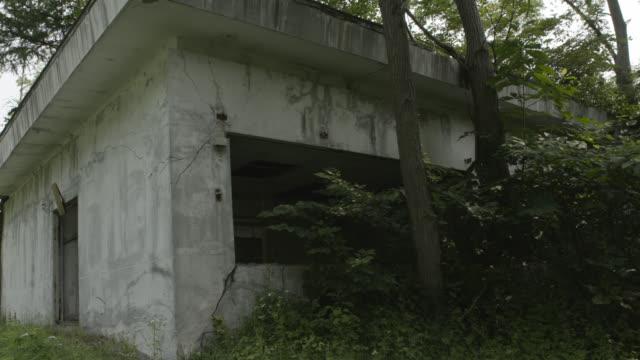 ruined hospital building, japan. - 不完全な美しさ点の映像素材/bロール