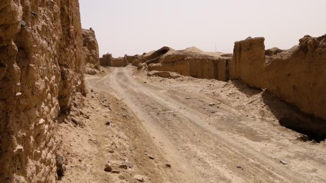 vidéos et rushes de ruined houses in toon town in ferdows - afghanistan