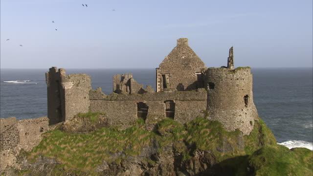 ruined irish castle near a cliff - castello video stock e b–roll