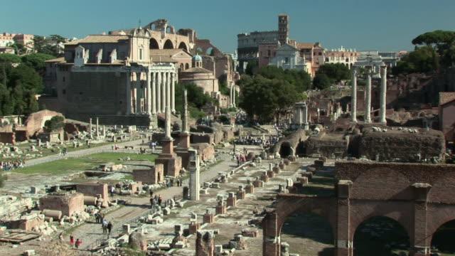 stockvideo's en b-roll-footage met ha ruins at the roman forum / rome, italy - breedbeeldformaat