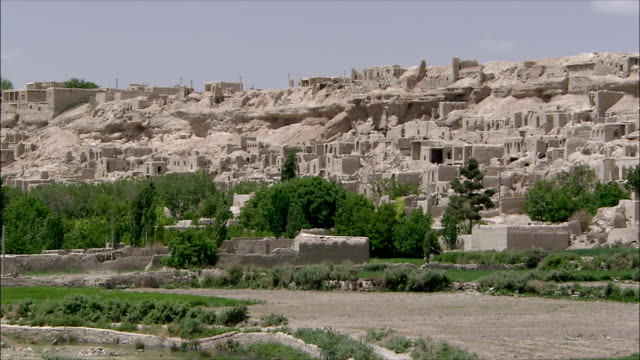 ws pan ruins of abandoned village, iran - cliff dwelling stock videos & royalty-free footage