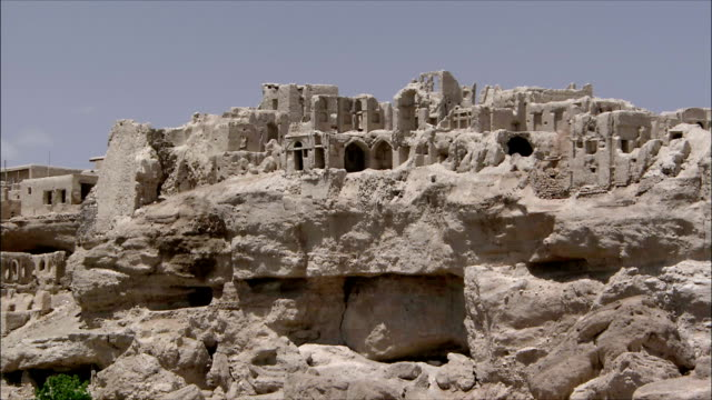 ws zi ruins of abandoned village, iran - cliff dwelling stock videos & royalty-free footage