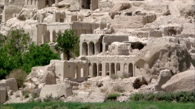 ws tu ruins of abandoned village, iran - felswand stock-videos und b-roll-filmmaterial