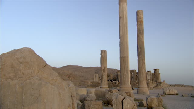 ws tu td ruins of ancient city, persepolis, iran - persepoli video stock e b–roll
