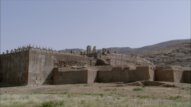 ws zi ruins of ancient city, persepolis, iran - stone wall stock videos & royalty-free footage