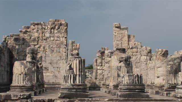MS ZO  Ruins of ancient temple of good Apollon / Didyma, Didm, Milet, Ägais province, Turkey