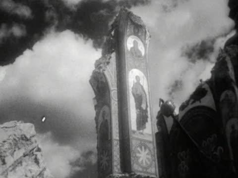 vídeos y material grabado en eventos de stock de ruins of christian church after air raid in kiev ukraine soviet union - iglesia