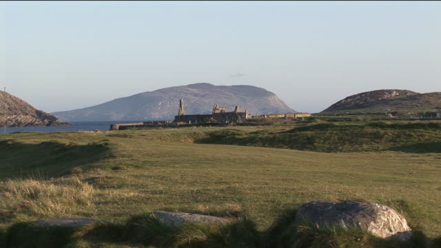 ws, ruins of church in rolling landscape, county kerry, ireland - establishing shot stock videos & royalty-free footage
