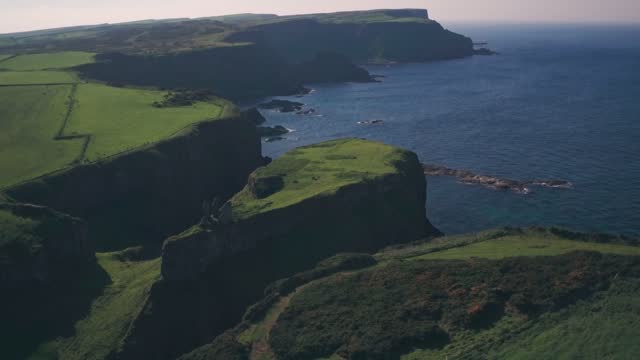 ruins of dunseverick castle, antrim coast, northern ireland. aerial drone pull away - extremlandschaft stock-videos und b-roll-filmmaterial
