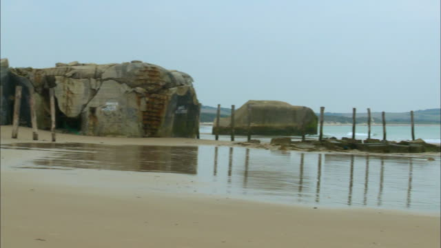 ws, pan, ruins of german bunker on beach, escalles, pas-de-calais, france - 防空壕点の映像素材/bロール