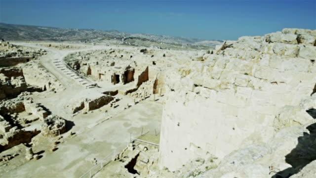 vídeos de stock, filmes e b-roll de ruínas de herodion em israel - jerusalém