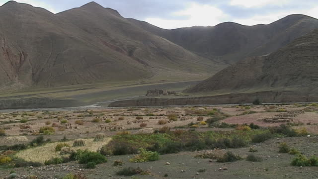 WS ZI Ruins of monastery in landscape, Shegar, Tibet