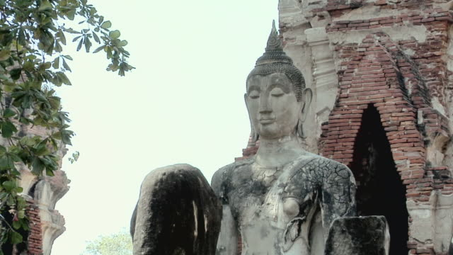 ms ruins of temple wat phra si sanphet / ayutthaya, thailand - アユタヤ県点の映像素材/bロール