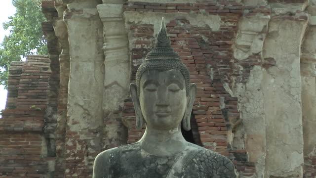 ms zo ruins of temple wat phra si sanphet / ayutthaya, thailand - アユタヤ県点の映像素材/bロール