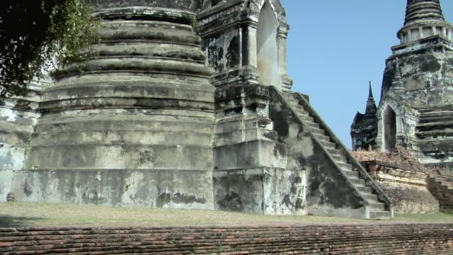 ws pan ruins of temple wat phra si sanphet / ayutthaya, thailand - アユタヤ県点の映像素材/bロール