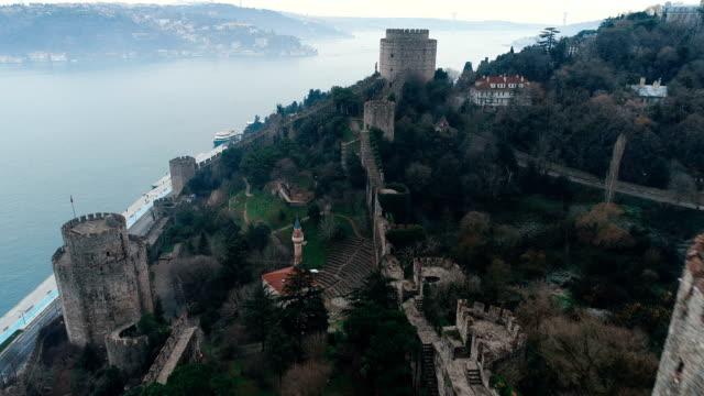 rumelihisarı 要塞 - イスタンブール航空写真ビュー - ローマ皇帝点の映像素材/bロール
