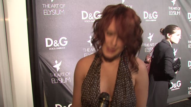 rumer willis on why she loves dolce & gabbana, on what she's wearing, on the art of elysium, on if she's decided on her look for the golden globes,... - dolce & gabbana点の映像素材/bロール