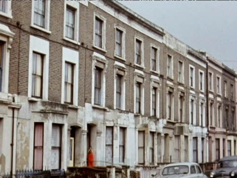 vídeos de stock e filmes b-roll de run down housing; 1971 - kensington e chelsea