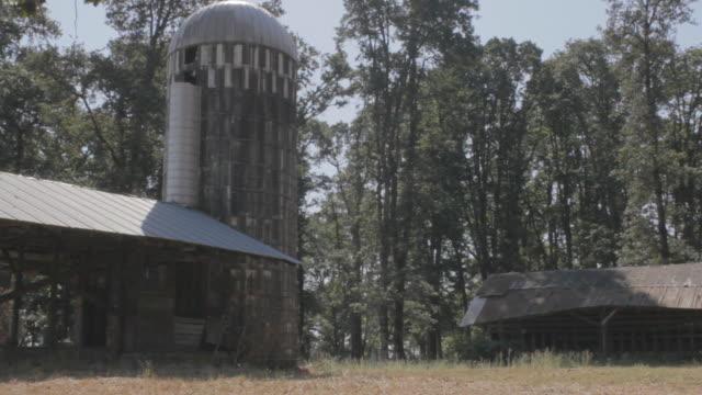 vidéos et rushes de run down silo - silo