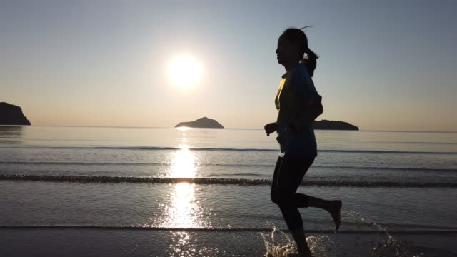 run for new life - triatleta video stock e b–roll