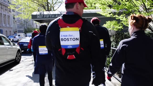 vídeos de stock, filmes e b-roll de / run for the parks, central park, manhattan, new york city, in memory of the 2013 boston marathon on april 21, 2013 in new york city, new york - filme colagem