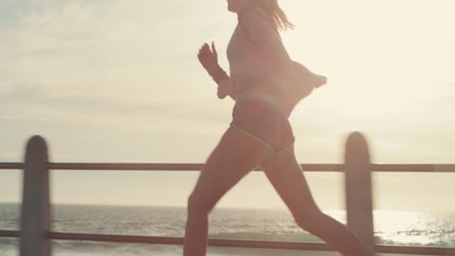 新しい日の栄光の中で走る - 唯一点の映像素材/bロール